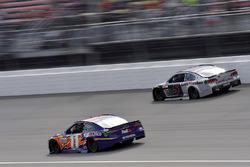 Denny Hamlin, Joe Gibbs Racing Toyota, Kasey Kahne, Hendrick Motorsports Chevrolet
