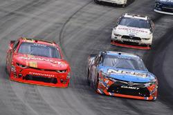 Kyle Busch, Joe Gibbs Racing Toyota ve Justin Allgaier, JR Motorsports Chevrolet