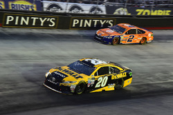 Matt Kenseth, Joe Gibbs Racing Toyota, Joey Logano, Team Penske Ford