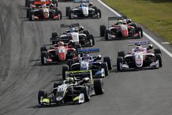 Start, Lando Norris, Carlin Dallara F317 - Volkswagen lider
