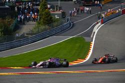 Esteban Ocon, Sahara Force India F1 VJM10, Stoffel Vandoorne, McLaren MCL32