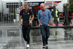 Kevin Magnussen, Haas F1 Team, his Father Jan Magnussen