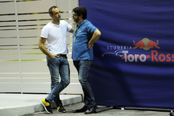 Cyril Abiteboul, Renault Sport F1 Managing Director and Luis Garcia Abad, Manager to Fernando Alonso