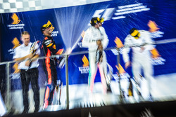Podio: ganador Lewis Hamilton, Mercedes AMG F1, segundo clasificado Daniel Riccardo, Red Bull Racing, tercer clasificado Valtteri Bottas, Mercedes AMG F1