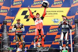 Podio: segundo lugar Marc Márquez, ganador de la carrera Stefan Bradl, tercer lugar Aleix Espargaró