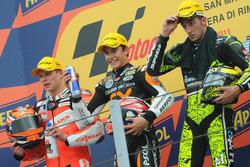 Podio: il secondo classificato Stefan Bradl, il vincitore della gara Marc Marquez, il terzo classificato Andrea Iannone