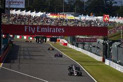 Кевин Магнуссен и Ромен Грожан, Haas F1 Team VF-17, Пьер Гасли, Scuderia Toro Rosso STR12