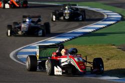 Гуанью Жоу, Prema Powerteam, Dallara F317 – Mercedes-Benz
