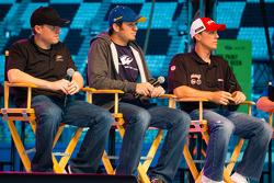 Foro del Aficionado: Regan Smith, Phoenix Racing Chevrolet, Martin Truex Jr., Michael Waltrip Racing Toyota, Kevin Harvick, Richard Childress Racing Chevrolet