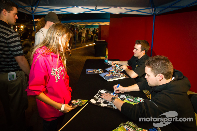 Austin Dillon, Richard Childress Racing Chevrolet and Ricky Stenhouse Jr., Roush Fenway Racing Ford