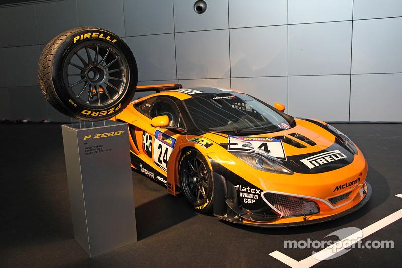 Een McLaren MP4-12C met Pirelli-banden