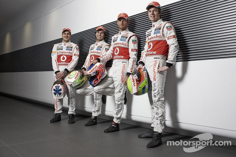 Дженсон Баттон, Гэри Паффет, Серхио Перес и Оливер Тёрви. Презентация McLaren Mercedes MP4-28, Студийная фотосессия.