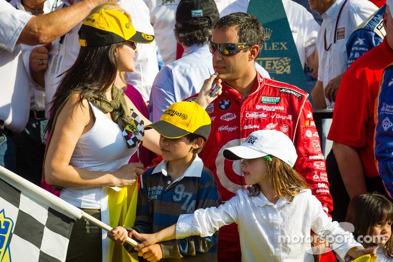 DP victory lane: Juan Pablo Montoya met vrouw Connie en de kinderen
