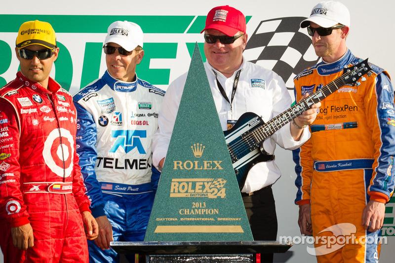 DP podium: Juan Pablo Montoya, Scott Pruett en Charlie Kimball met Chip Ganassi