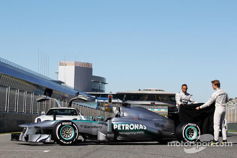 Льюіс Хемілтон і Ніко Росберг презентують  Mercedes AMG F1 W04