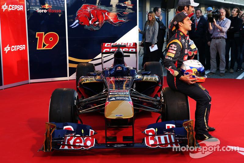 Даниэль Риккардо и Жан-Эрик Вернь. Презентация Toro Rosso STR8, Презентация.