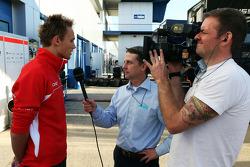 Max Chilton, Marussia F1 Team ve Ben Edwards, BBC TV Sunucusu