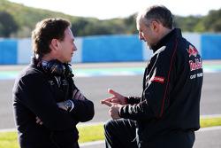 Christian Horner, Chefe de equipe da Red Bull Racing, com Franz Tost, chefe de equipe da Scuderia Toro Rosso