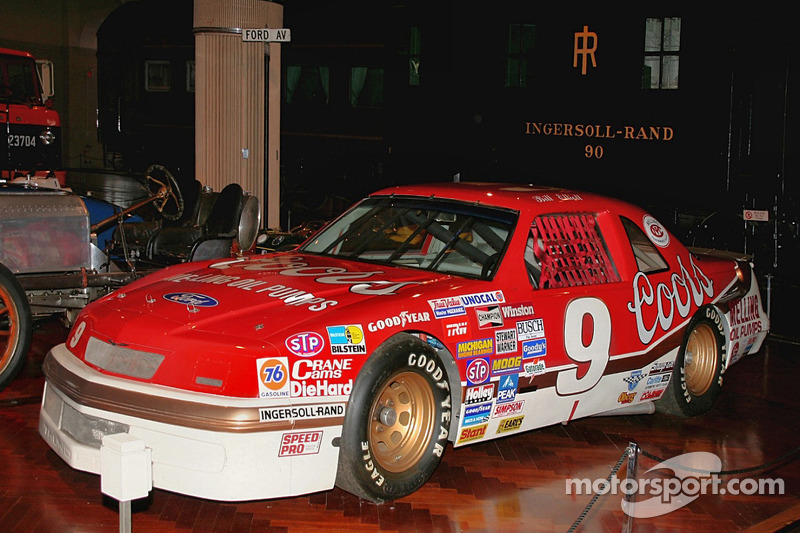 Bill Elliott's 1987 Ford Thunderbird bij SEMA 2011
