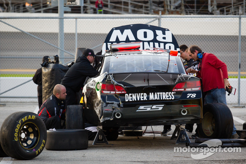 Schade aan de Furniture Row Racing Chevrolet van Kurt Busch