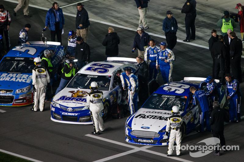 Carl Edwards, Roush Fenway Racing Ford en Mark Martin, Michael Waltrip Racing Toyota op de startopst
