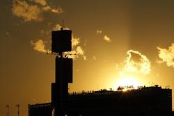 Sol se põe sobre Daytona