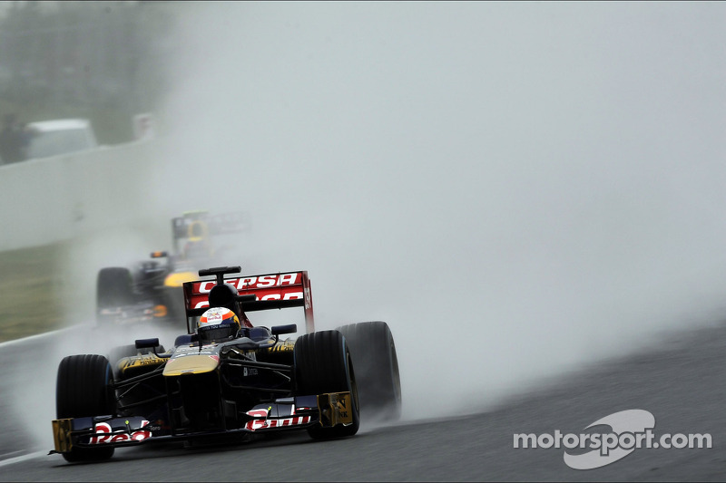 Jean-Eric Vergne, Scuderia Toro Rosso STR8 and Mark Webber, Red Bull Racing RB9