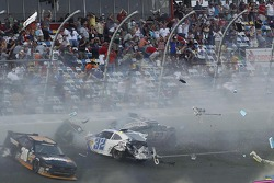 Last lap crash: Kyle Larson and Nelson A. Piquet crash