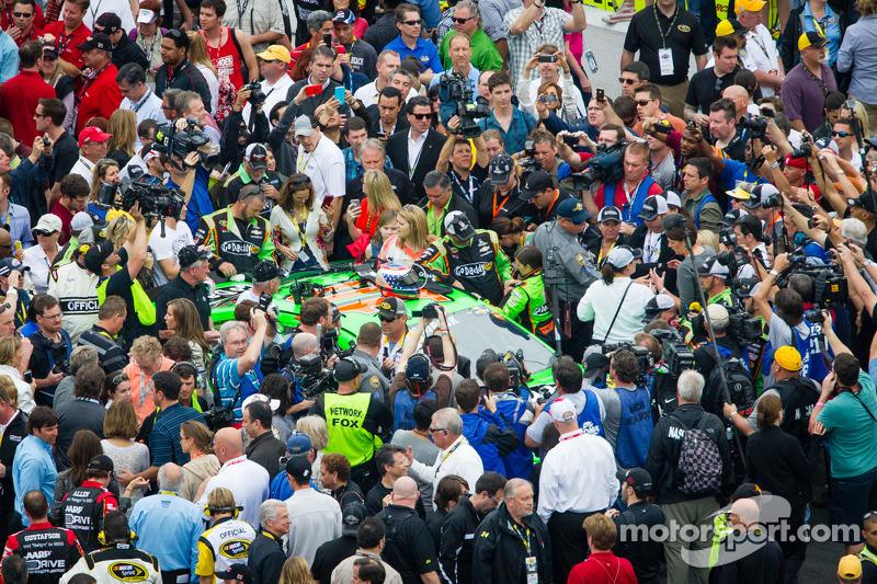 Drukte rondom Danica Patrick, Stewart-Haas Racing Chevrolet