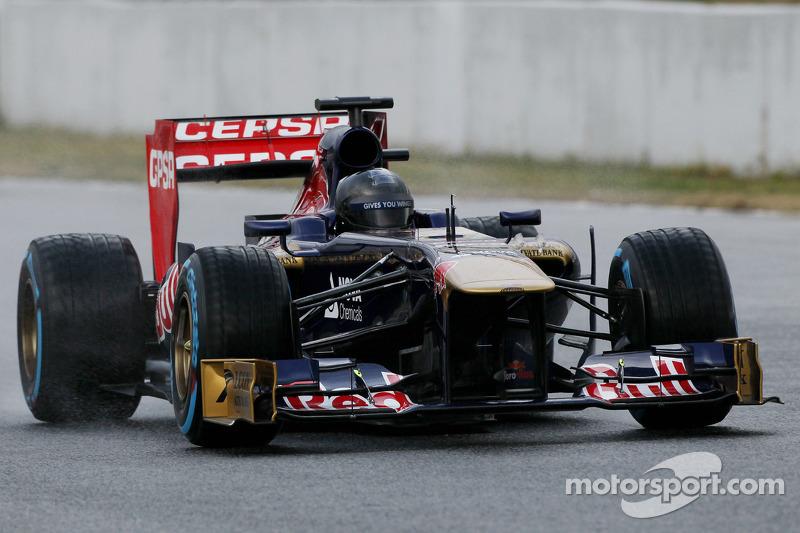 Daniel Ricciardo, Scuderia Toro Rosso STR8 met een volledig zwarte helm