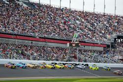 Jeff Gordon, Hendrick Motorsports Chevrolet leads the field