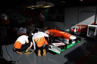 Mechanics work, Sahara Force India F1 VJM06