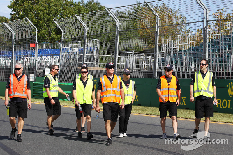 Casey Stoner, voormalig MotoGP-rijder en V8 Supercar-coureur met het Triple Eight team op het circui