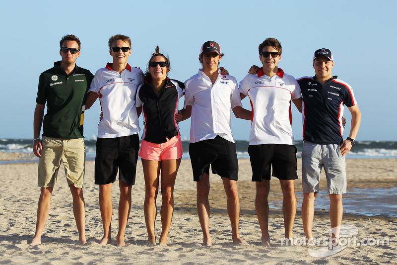 2013 Pilotos novatos en la playa, Giedo van der Garde, Caterham F1 Team; Esteban Gutiérrez, Sauber; Max Chilton, Marussia F1 Team; Jules Bianchi, Marussia F1 Team; Valtteri Bottas, Williams