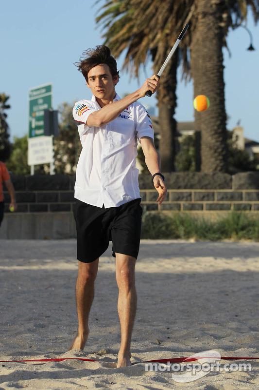 Esteban Gutierrez, Sauber joga o tênis na praia