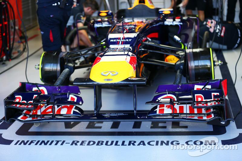 (L naar R): John Booth  Teambaas Marussia F1 Team met Max Chilton  Marussia F1 Team