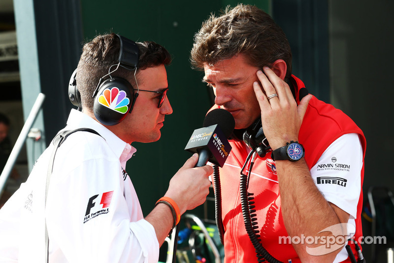 (L naar R): Will Buxton, NBC Sports Network-presentator met Graeme Lowdon, Marussia F1 Team Chief Ex