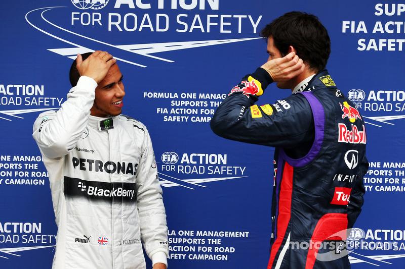(L naar R): Lewis Hamilton, Mercedes AMG F1 in parc ferme met Mark Webber, Red Bull Racing