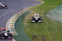Pastor Maldonado, Williams FW35 runs wide