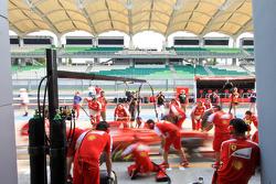 Ferrari practices pitstops