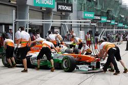 Adrian Sutil, Sahara Force India VJM06 and Paul di Resta, Sahara Force India VJM06 in the pits