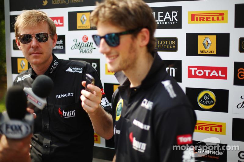 Andy Stobart, Lotus F1 Team Press Officer met Romain Grosjean, Lotus F1 Team