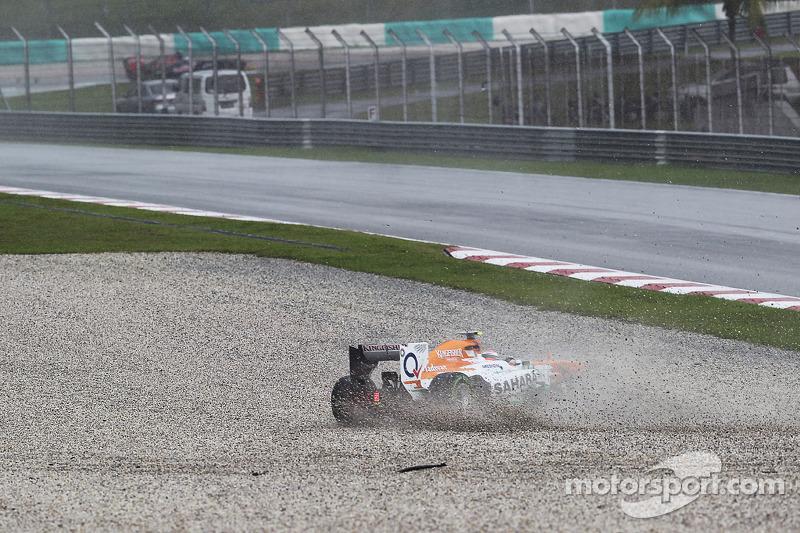 Adrian Sutil, Sahara Force India VJM06 spint in de natte opwarmronde