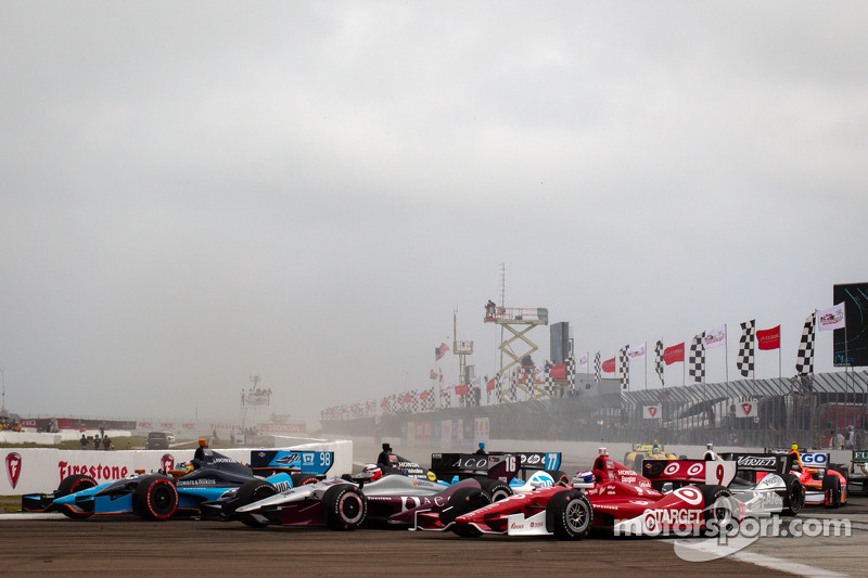 Start: Alex Tagliani, Bryan Herta Autosport with Curb-Agajanian Honda, James Jakes, Rahal Letterman Lanigan Racing Honda, Scott Dixon, Target Chip Ganassi Racing Honda