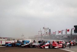 Start: Alex Tagliani, Bryan Herta Autosport with Curb-Agajanian Honda, James Jakes, Rahal Letterman Lanigan Racing Honda, Scott Dixon, Target Chip Ganassi Racing Honda
