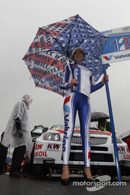 Grid girl do Yvan Muller, RML Chevrolet Cruze 1.6 T