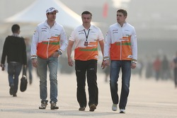 Adrian Sutil, Sahara Force India F1 with Andy Stevenson, Sahara Force India F1 Team Manager and Paul di Resta, Sahara Force India F1