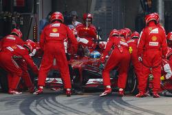 Fernando Alonso, Ferrari F138 makes a pit stop