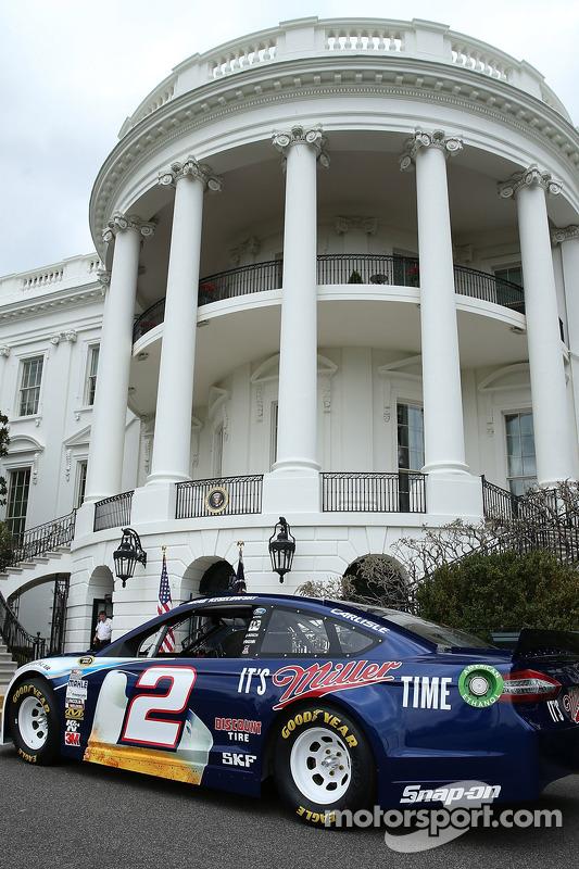 Brad Keselowski em exposição em frente à Casa Branca