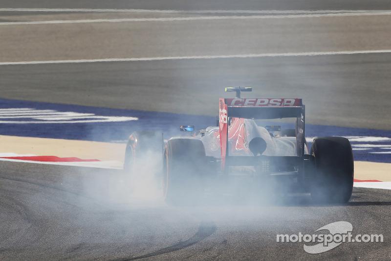 Daniel Ricciardo, Scuderia Toro Rosso STR8 verremt zich
